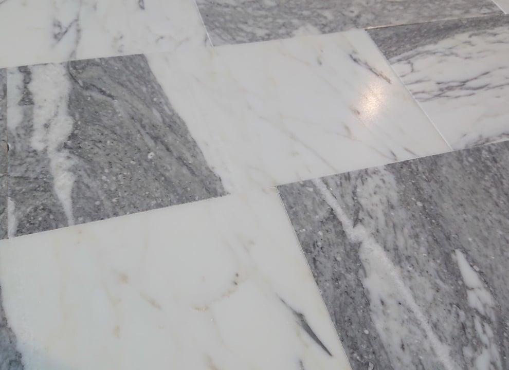 Statuario Molto Venato cegiełki matowe