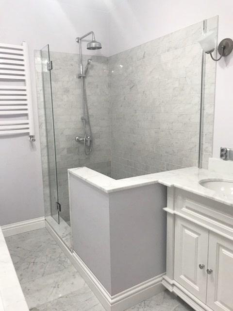 łazienka Z Marmuru Bianco Carrara Mozaika I Płytki Oraz