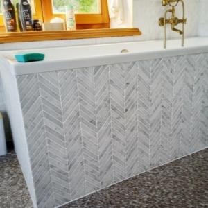 CHEVRON Bianco Carrara poler